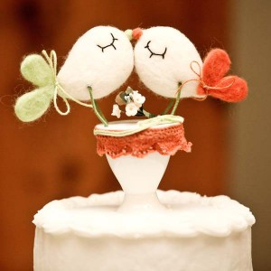 spring-wedding-cake-topper-lovebirds-jophoto