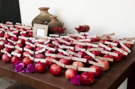 30-Gorgeous-Ways-To-Incorporate-Pomegranates-Into-Your-Wedding-Day27-500x333
